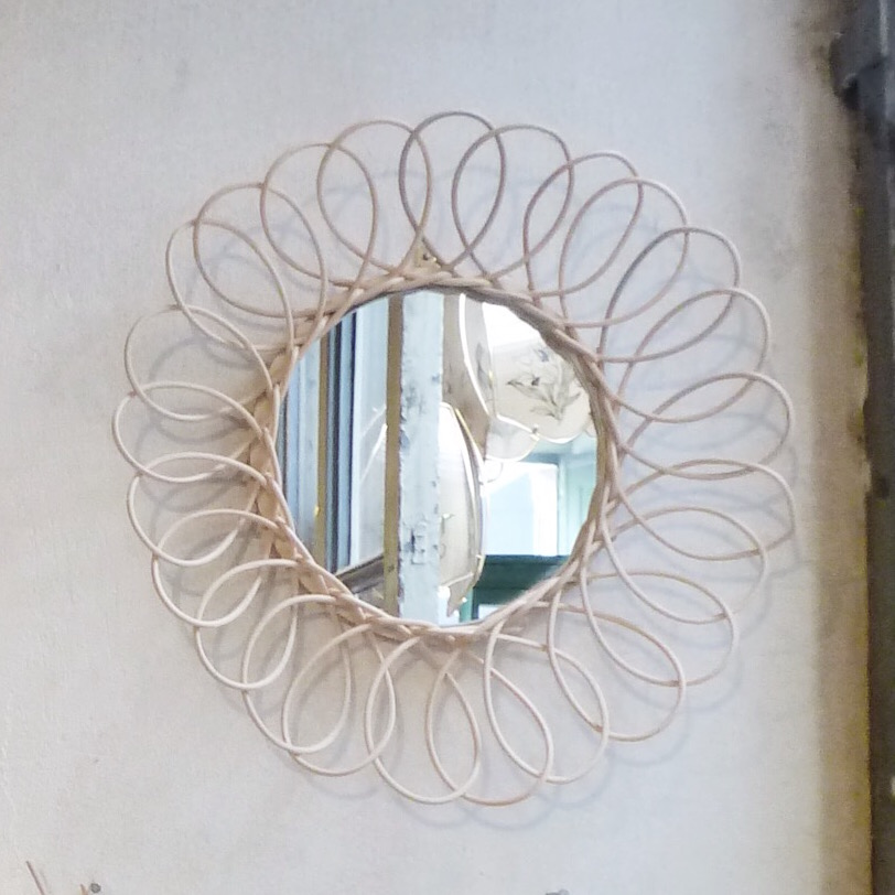 fabriquer un miroir simple fabriquer un miroir with. Black Bedroom Furniture Sets. Home Design Ideas