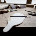 Atelier-Bois_Cours-stage-Planche-a-decouper_Knieja Wood_photo-maeva-allio_L-Etablisienne-Paris