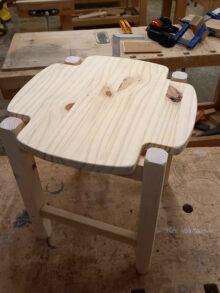 Fabriquer un tabouret en pin